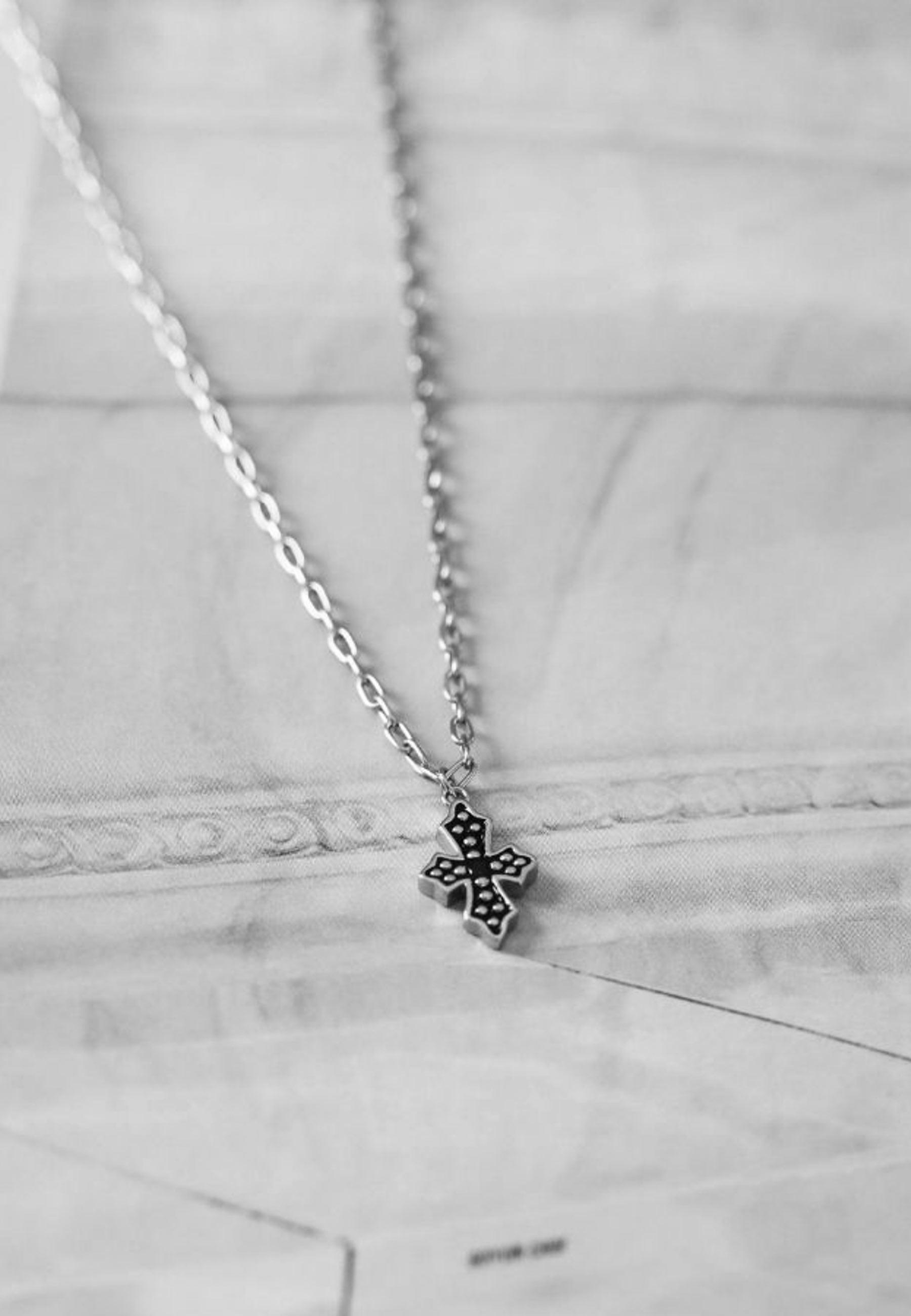 Collar black cross silver za 3