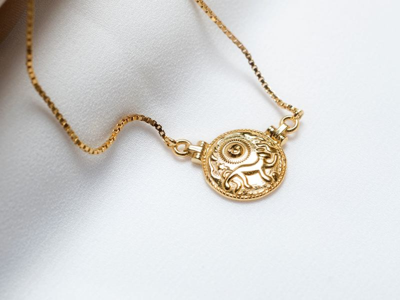 LIONNE gold necklace