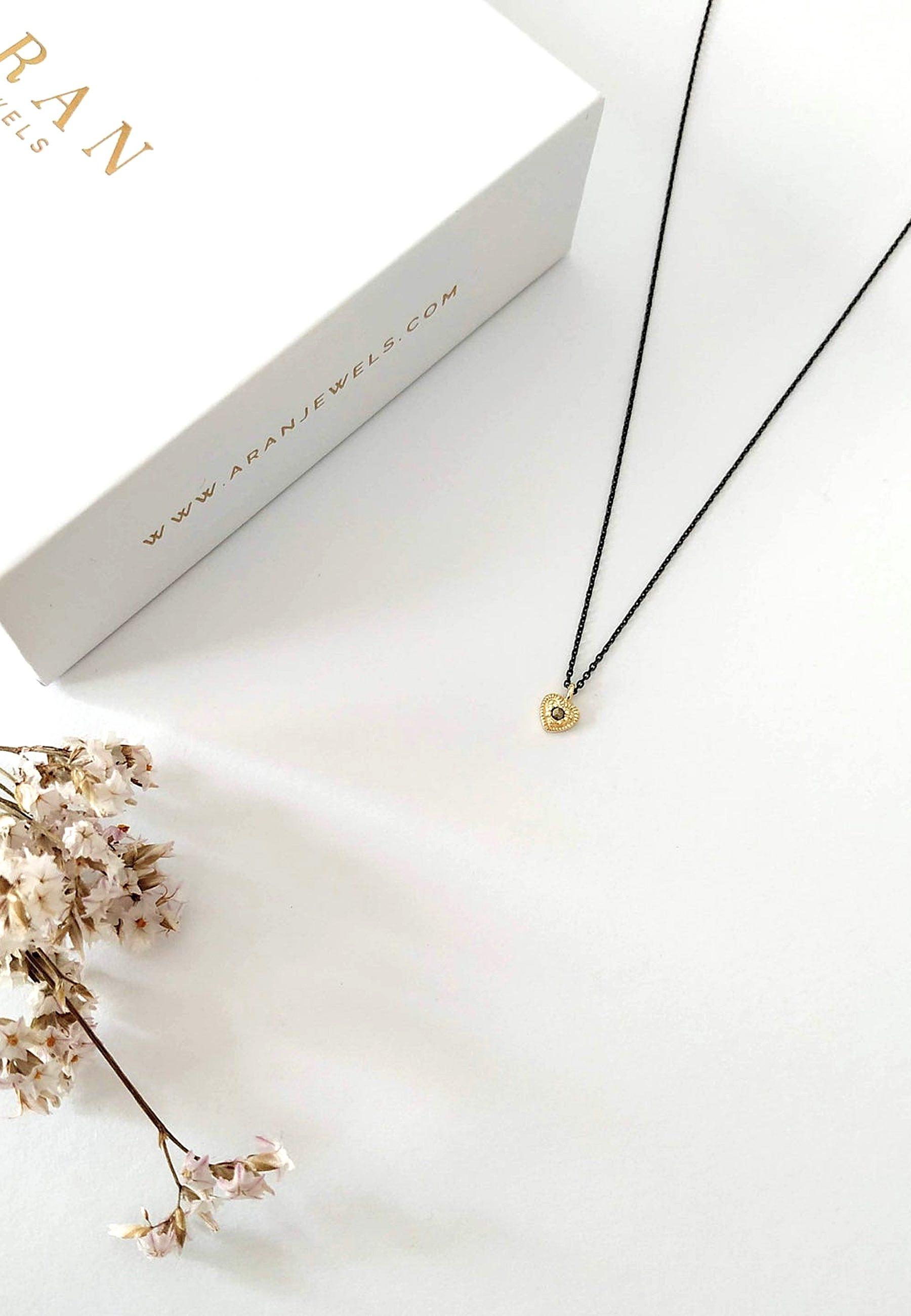 Collar corazon piedra marcasite oro detalle