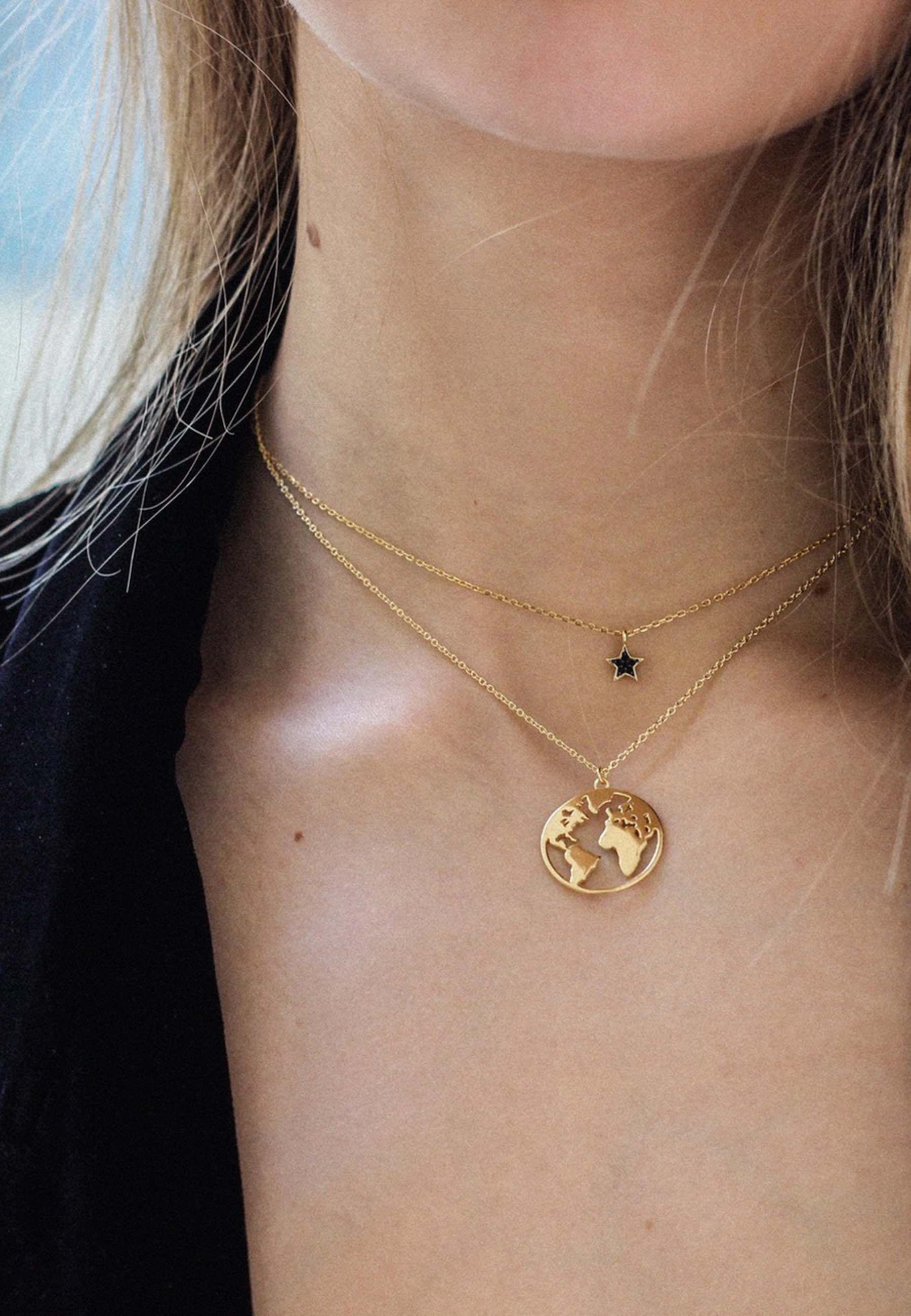 Collar estrella piedras negras oro za beige