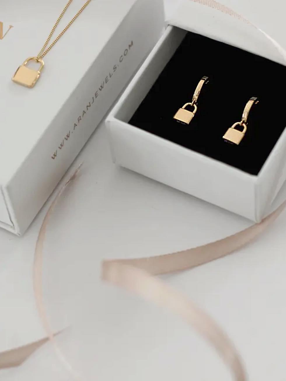 Pendientes padlock gold detail